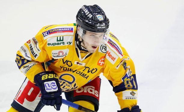 Aleksi Saarela ei saanut peliaikaa päävalmentaja Kari Heikkilältä.