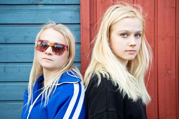 Maustetytöt Anna ja Kaisa Karjalainen saattavat jäädä ilman Emma-ehdokkuutta kappaleen takia, jossa ei edes käytetä rasistista ilmaisua.