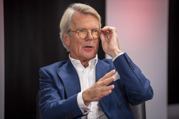 Metsäteollisuuden torstainen ilmoitus ei kumpua tyhjästä, vaan sitä on valmisteltu pitkään vähintäänkin Björn Wahlroosin työpöydällä.