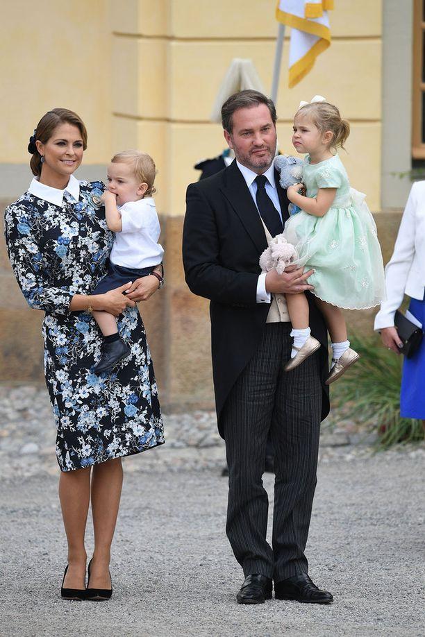 Perhepotretti prinssi Alexanderin ristiäisistä viime syksyltä.