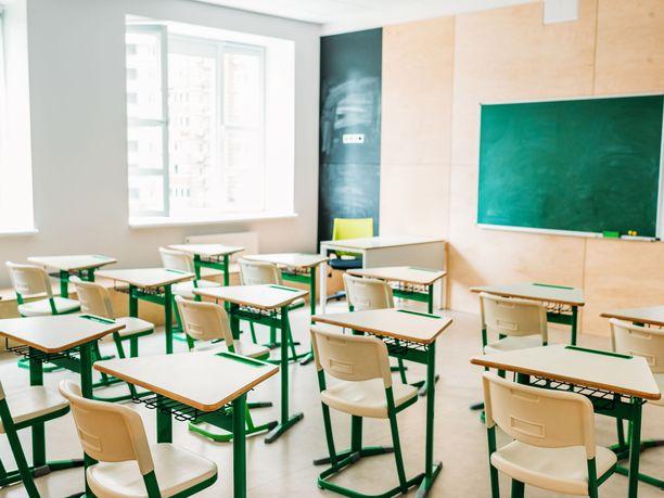 Vanhemmat suhtautuvat eri tavoin koulujen avaamiseen toukokuun puolivälissä. Kuvituskuva.