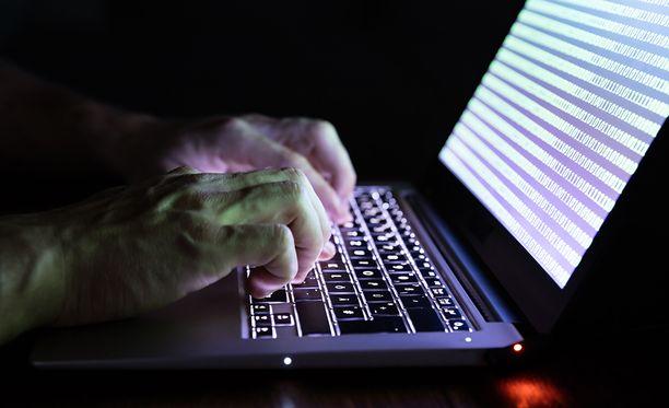 Tutkimusjohtaja Hanna Smithin mukaan Yhdysvallat aikoo tehdä yhteistyötä erityisesti hybridiuhkiin liittyvissä kyberasioissa eli sähköisen ja verkotetun yhteiskunnan turvallisuuteen liittyvissä asioissa.