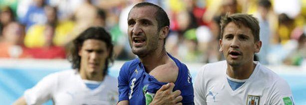 Giorgio Chiellini näytti Suarezin puremajälkeä.