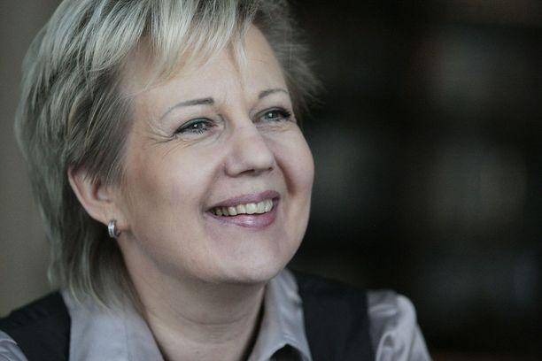 Entistä ministeriä Suvi Lindéniä uhkaavat tuntuvat uhkasakot, koska hänen johtamansa yritykset ovat toistuvasti jättäneet antamatta tilinpäätökset ajallaan.