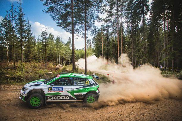 Skoda Fabia R5 vauhdissa Kalle Rovanperän komennossa.