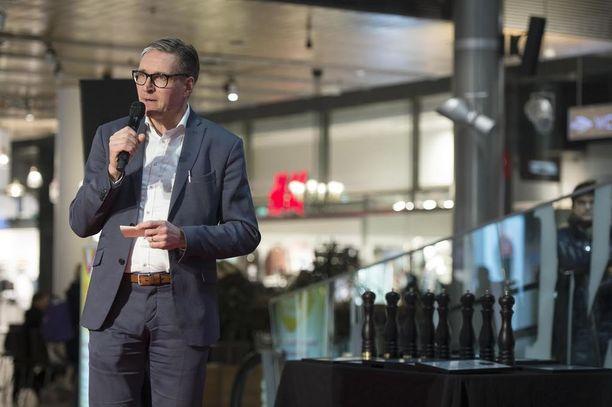 Iltalehden vastaava päätoimittaja Kari Kivelä piti tilaisuuden alussa puheen.