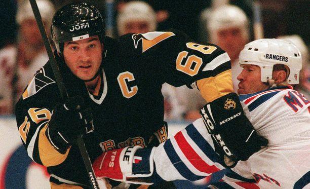 Mario Lemieux tehtaili NHL-urallaan 1723 pistettä 915 runkosarjaottelussa.