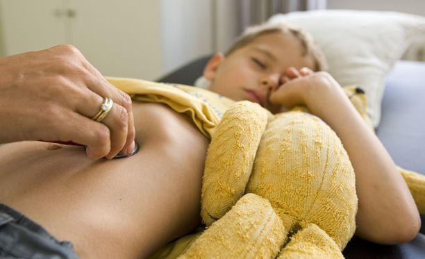 Narkolepsian ja sikainfluenssan välillä on selvä ajallinen yhteys, kertoivat tutkijat perjantaina. Kuvan lapsi ei liity tapauksiin.