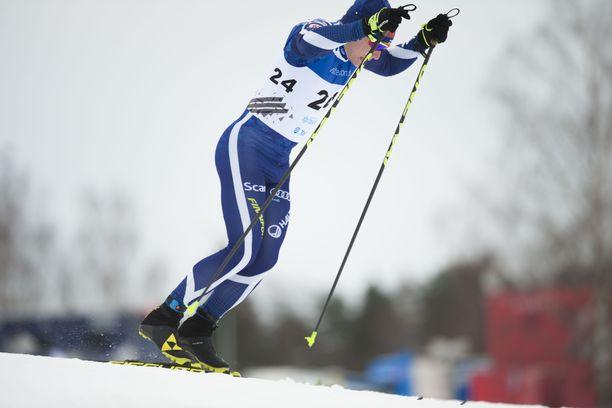 Lauri Vuorinen taipui sprintin aika-ajossa 1,6 kilometrin radalla kymmenen sekuntia Norjan Johannes Kläbolle.