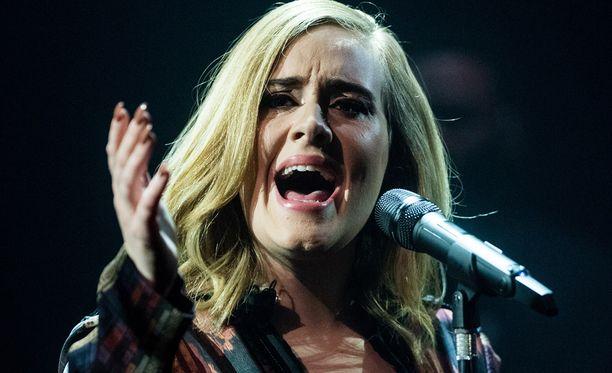 Adelen uusi 25-albumi rikkoo myyntiennätyksiä.