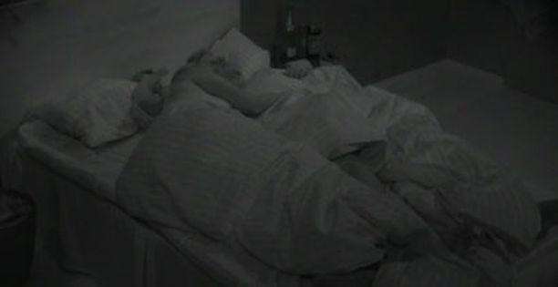 Jelena ja Esa J. määrättiin yhdessä yläkerran sviittiin nukkumaan.