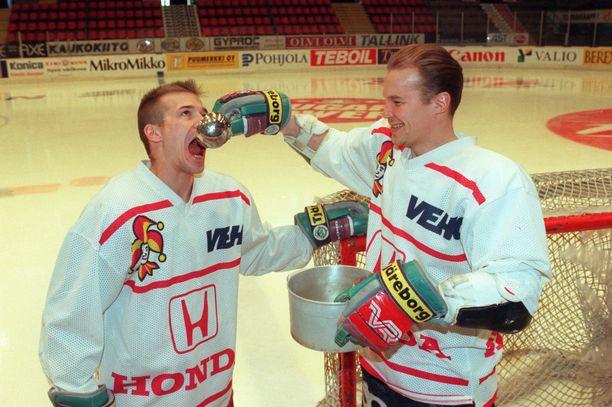 Waltteri Immonen (vas.) ja Mika Strömberg muodostivat Jokerien 1990-luvun ykköspakkiparin.