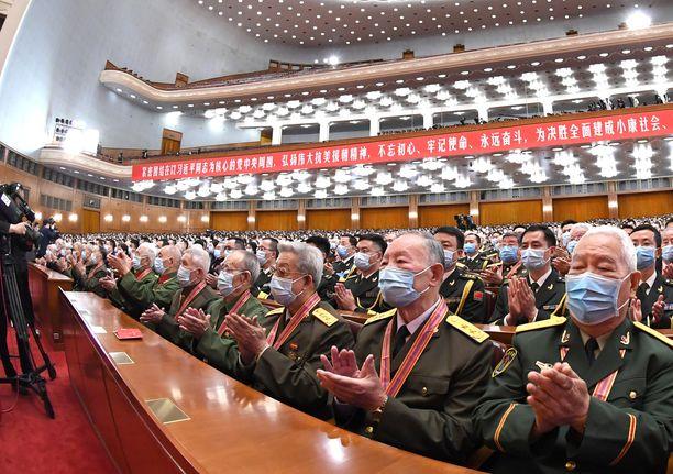 Kiinan yhteiskunnan ja kulttuurin professori Matti Nojosen mukaan Kiinan koronatorjunnan onnistumisen taustalla on maan poliittinen järjestelmä, jossa ei tarvitse huomioida esimerkiksi ihmisoikeuksia, kun rajoitustoimista päätetään.