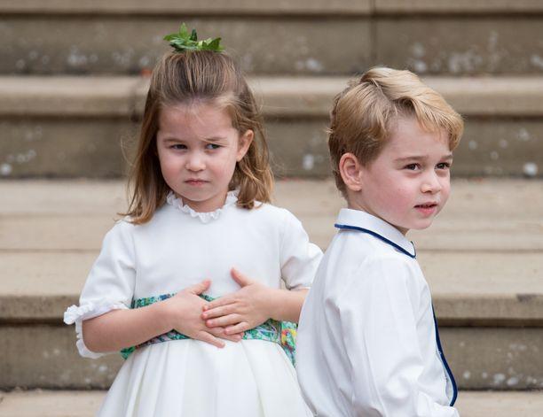 Prinsessa Charlotte ja prinssi George edustustehtävissä prinsessa Eugenien ja Jack Brooksbankin häissä.