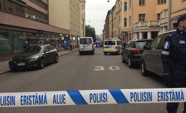 Miehen epäillään ajaneen perjantai-iltana ihmisten päälle Helsingin keskustassa.