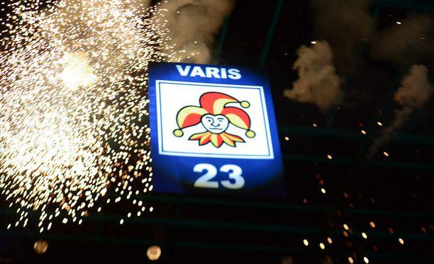 Numero 23 nousi kattoon ilotulitusten säestämänä.
