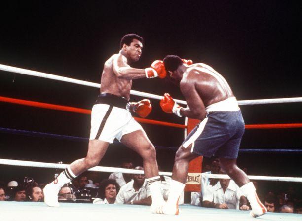 Muhammad Ali vastaan Joe Frazier, osa 3 oteltiin 1. lokakuuta 1975 Araneta Coliseumilla, Filippiineillä.