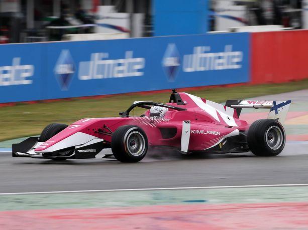 Emma Kimiläinen nappasi lauantain kauden ensimmäiset pisteensä W Seriesissä.