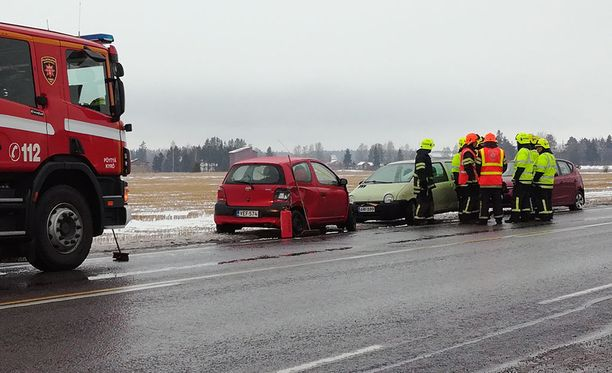 Onnettomuudessa oli osallisena kaikkiaan viisi ajoneuvoa.
