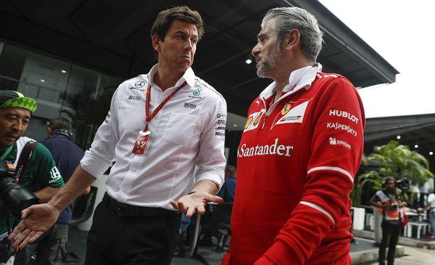 Toto Wolffilla ja Maurizio Arrivabenellä riittää Ison-Britannian GP:n jälkeen juteltavaa.