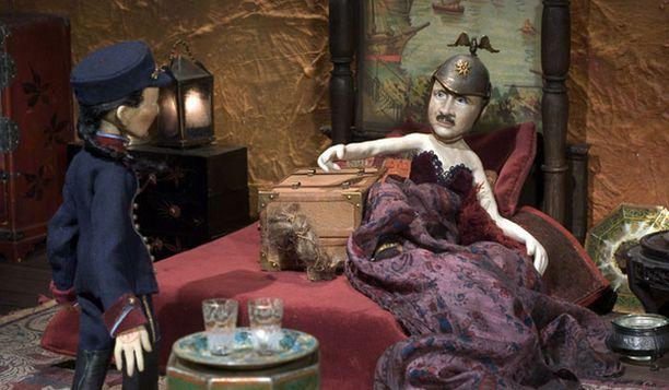 Mannerheim nähdään animaatiossa korsetissa.