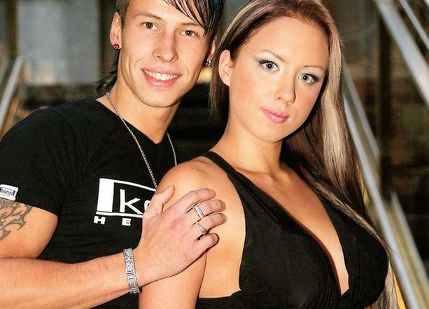 KUULUSTELU. Antti ja Henna Kurhinen joutuivat poliisin eteen huumausaineen käyttörikoksesta epäiltyinä.