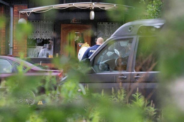 67-vuotias vihtiläismies avasi kodissaan tulen ovella olleita poliiseja kohti noin kolme viikkoa sitten.