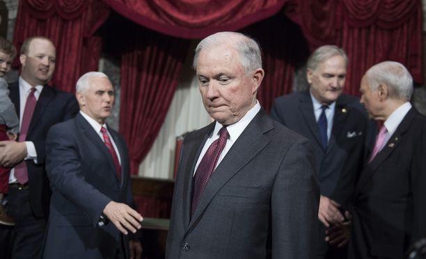 Jeff Sessions kiistää tavanneensa Venäjän suurlähettilästä ennen vaaleja.