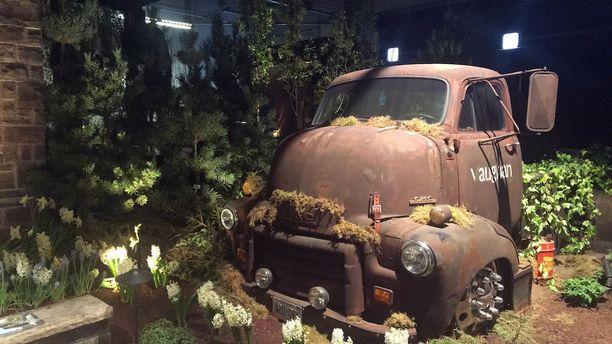 Ottaisitko sinä tällaisen koristeen puutarhaasi?