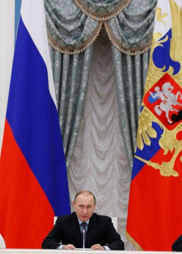 """Kansan toiveet ovat tutkijoiden mukaan henkilöityneet Putiniin, joka liitelee """"politiikan yläpuolella""""."""