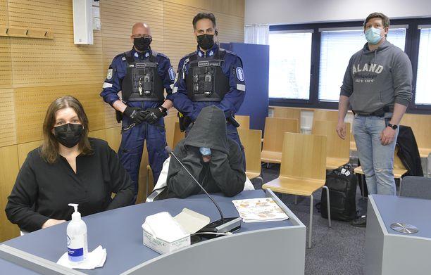 Nelipäiväinen murhaoikeudenkäynti alkoi Ahvenanmaan käräjäoikeudessa.