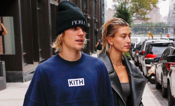 Justin Bieber ja Hailey Baldwin nähtiin perjantaina tavanomaisesti pukeutuneena New Yorkissa Brooklynissä.