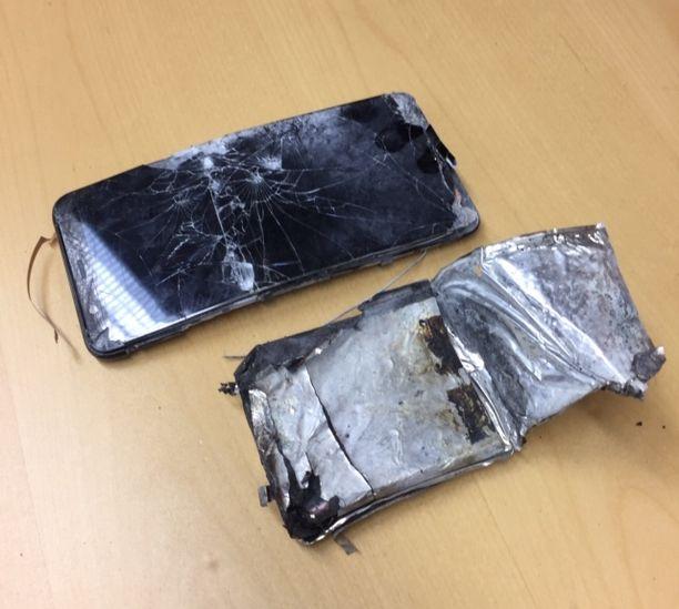 Kännykkä vaurioitui käyttökelvottomaksi.