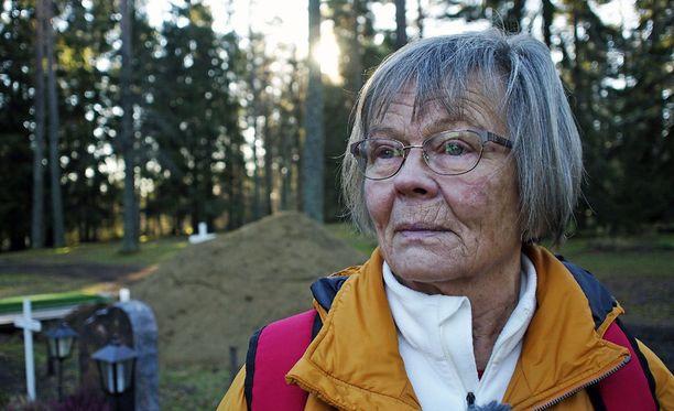 Ritva Sommermark muutti Ruotsissa takaisin Mikkeliin ollakseen lähempänä sairasta siskoaan. Nyt sisko on hautausmaalla.