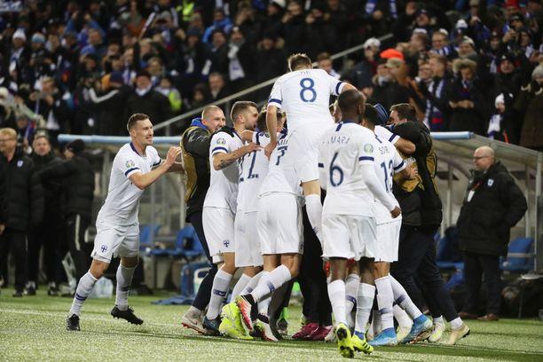 Suomi juhli maalia EM-paikan varmistaneessa ottelussa marraskuussa 2019.