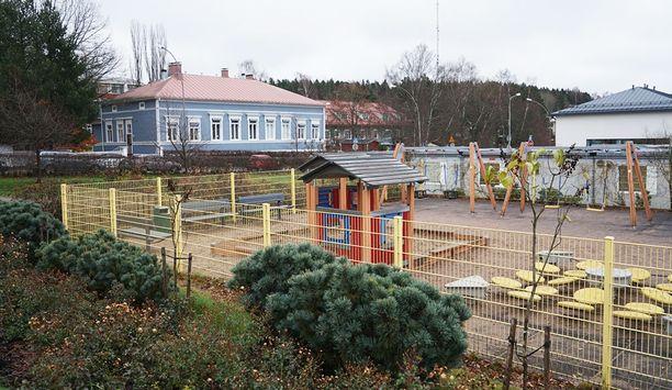 Puukotus tapahtui Porvoon lyseon leikkipuistossa. Sen näkivät sekä tytön äiti, että paikalle rientänyt poliisipartio.