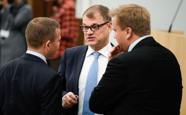"""Pääministeri Juha Sipilä vakuutti eduskunnalle 19. kesäkuuta, että hallitusratkaisu perussuomalaisten hajoamisen jälkeen tehtiin """"puhtaasti arvopohjalta""""."""