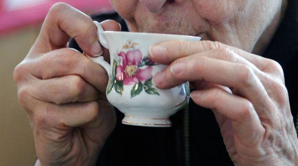 97 vuotta täyttänyt vanhus oli liian heikko tullakseen oikeuteen kuultavaksi. Kuvituskuva.