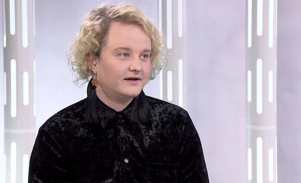 Panda Eriksson toimii valtakunnallisen sukupuolivähemmistöjen perus- ja ihmisoikeuksia ajavan Trasek ry:n puheenjohtajana.