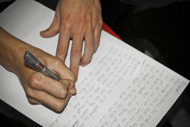 Kuli Kohli saa voimia kirjoittamisesta.