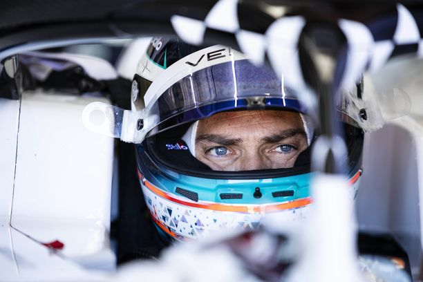Edoardo Mortara kilpailee Formula E -sarjassa.
