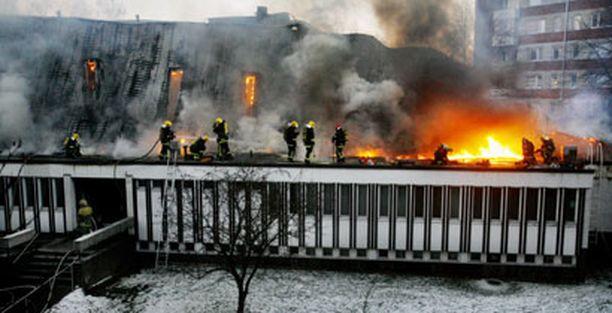 Kirkko tuhoutui palossa lähes täysin.