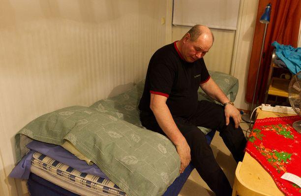 Tämän sängyn ostosta alkoi Ari Savénin pitkä velkakierre.