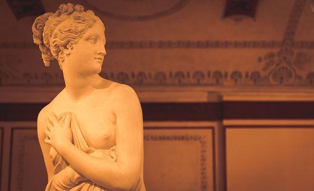Alastomien asiakkaiden sijasta alastomuutta nähdään museoissa yleisemmin teoksissa. Kuvituskuva.