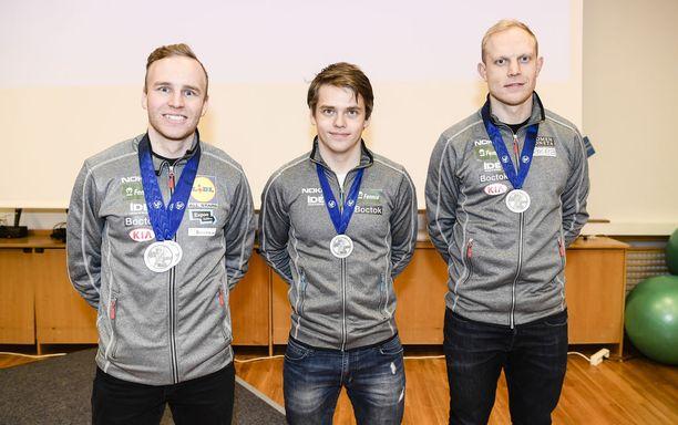 Mika Poutala (vas.), Harri Levo ja Pekka Koskela olivat mitalikahvien tähdet.