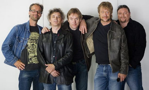 Eppu Normaali -yhtyeellä on jatkossa yksinoikeus Akun Tehdas -nimeen.