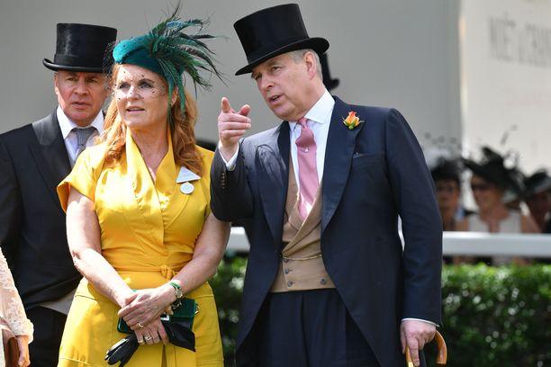 Sarah Ferguson ja prinssi Andrew ovat jatkaneet läheisinä ystävinä avioliittonsa kariutumisen jälkeen. Kahden lapsen vanhemmat olivat naimisissa vuodet 1986–1996.