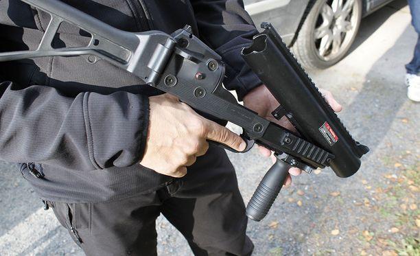 Muovikuula-aseet tehdään tarkoituksella aidon näköisiksi. Harrastusta kutsutaan nimellä airsoft. Arkistokuva.