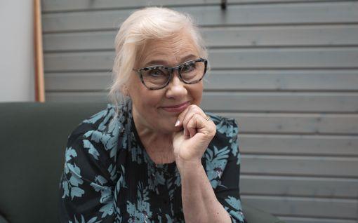 Salatut elämät -sarjassa muutoksia koronaviruksen takia – Maija-Liisa Peuhu, 78, kuvaustauolle, lähikontaktia vältetään, käsikirjoittajat työskentelevät etänä...