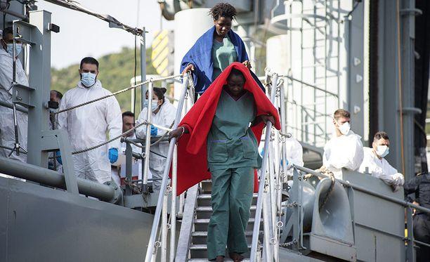 Pelastetut vietiin Cantabria-laivalla Italian Salernoon.